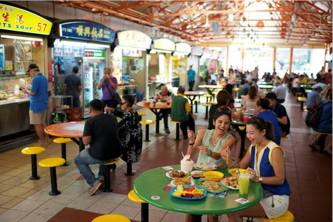 Maxwell Food Centre là một trong những khu ăn uống nổi tiếng của Singapore.